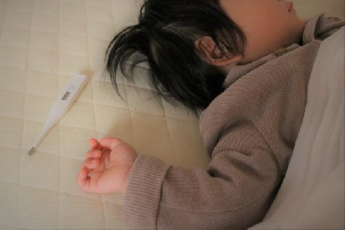 【子供の熱の正しい知識】熱の原因から症状、対処法まで全解説!のサムネイル画像